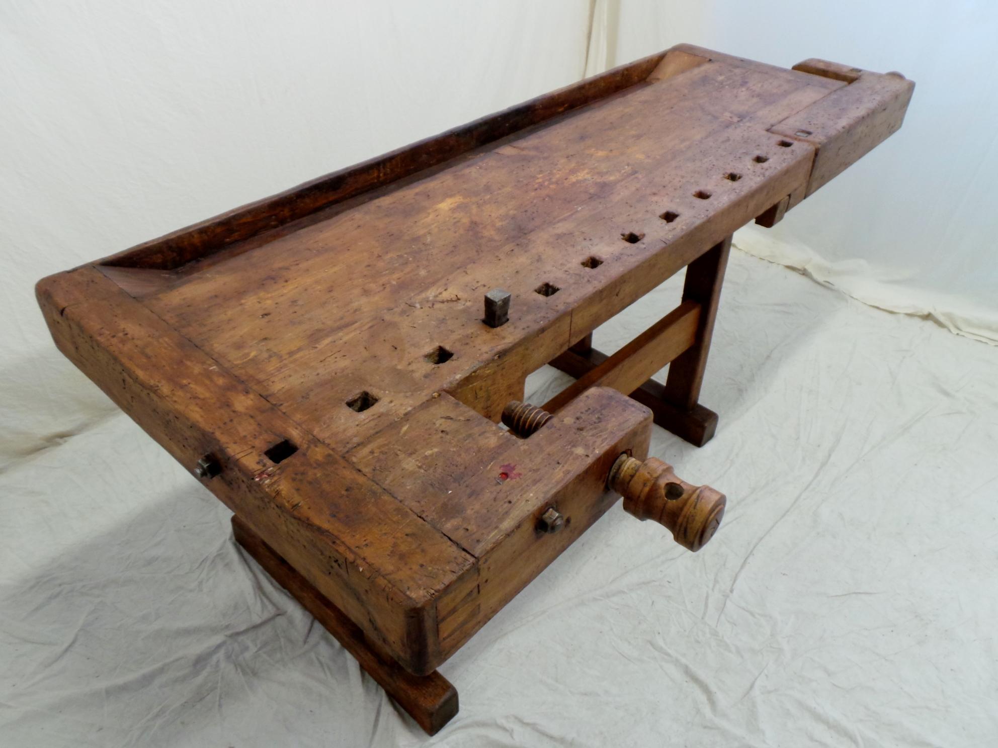 Vecchio banco da falegname viti e morse in legno fianco - Tavolo da falegname ...