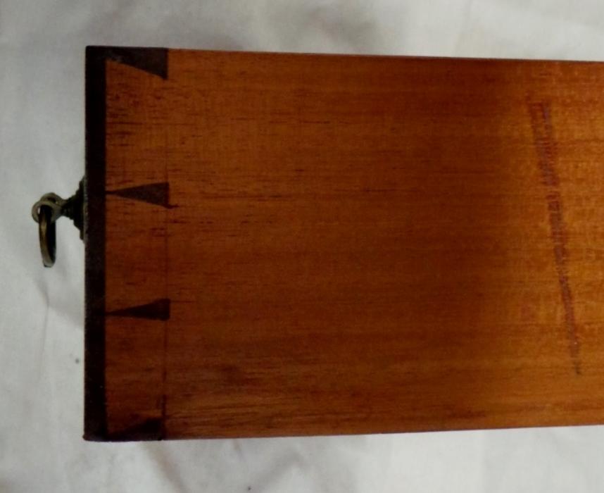 Vetrina inglese edoardiana in mogano firmato maple co for Rondine in inglese