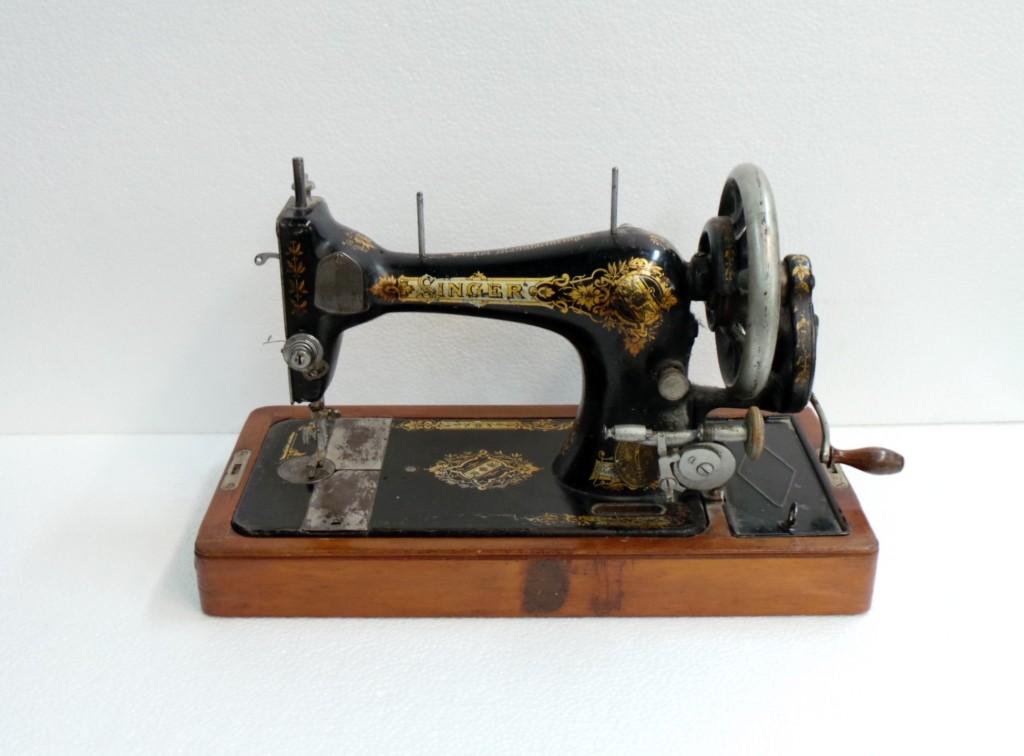 Singer macchina da cucire tutte le offerte cascare a - Tavolo macchina da cucire ...