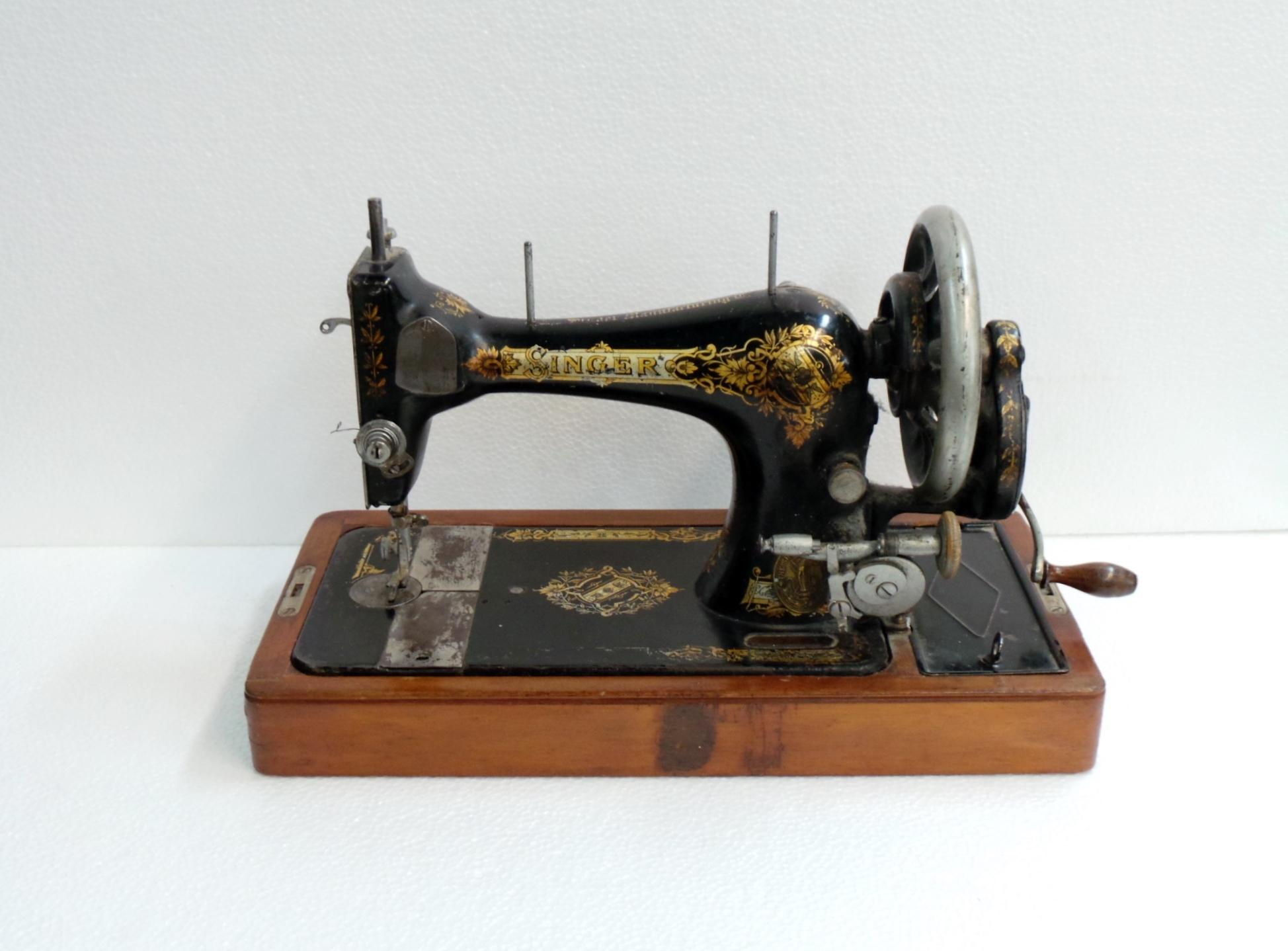 Macchina da cucire singer da tavolo - Tavolo con macchina da cucire ...