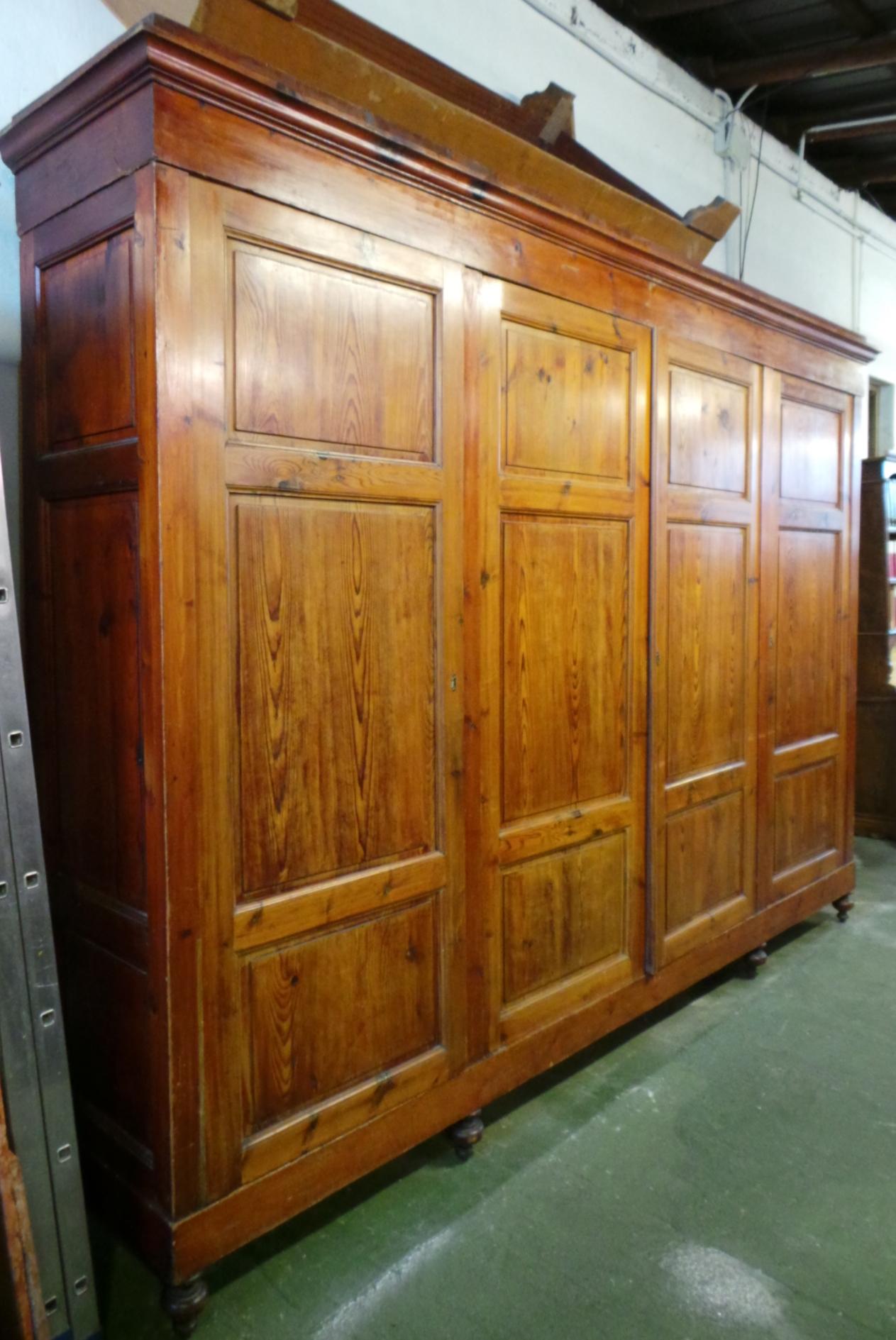 grande-armadio-a-4-ante-in-legno-dolce-fianco-sx